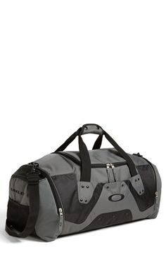 Oakley Large Duffel Bag available at #Nordstrom                                                                                                                                                                                 Más