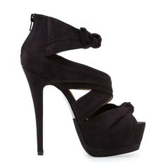 Valantina Shoe -  Bon, ok, je porterais jamais ça, mais, en même temps, ils sont jolis, tout de même.