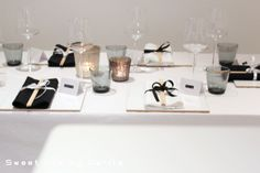 pretty contemporary table setting - Sweet life by Carita Dining Room, Dining Table, Sweet Life, Kitchen Accessories, Kitchenware, Tablescapes, Celebrations, Interior Decorating, Table Settings