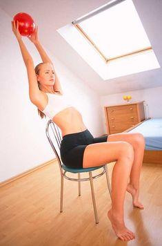 Ejercicios en casa: Mantente en forma haciendo ejercicio con una silla - Foto 6