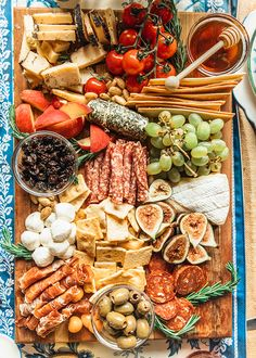 charcuterie board This post is sponsored by Blue Diamond Almonds. Summer the season of backyard BBQs and intimate outdoor dinner gatherings. There is something magical about dining Charcuterie Recipes, Charcuterie And Cheese Board, Charcuterie Platter, Antipasto Platter, Cheese Boards, Party Food Platters, Cheese Platters, Cheese Party, Meat And Cheese