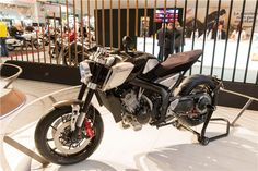 A Honda também revelou no Salão de Milão um conceito Cafe Racer de linhas modernas e com um carácter forte e agressivo.