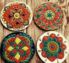 Resultado de imagen para tecnica ceramica cuerda seca Clay Tiles, Ceramic Clay, Ceramic Pottery, Pottery Art, Pottery Painting, Ceramic Painting, Tile Art, Mosaic Art, Clay Crafts