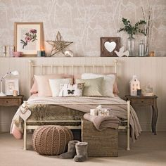 Chambre beige et taupe id es taupe nos d co rose idee deco chambre beige taupe . Shabby Chic Bedrooms, Bedroom Vintage, Bedroom Rustic, Trendy Bedroom, Vintage Room, Glam Bedroom, Modern Bedroom, Natural Bedroom, Bedroom Small