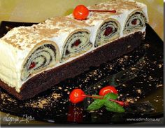 """Пляцок - это не торт в общем понимании. Эта выпечка родом из западной Украины и серия такой выпечки называется там """"Пляцок"""". И к столу подается не тортом, как выпечен и собран, а отдельными пирожными. Приготовила я этот вариант по мотивам пляцков замечательного кулинара Леси, конечно со своими изменениями и добавлениями. Pudding, Cake, Desserts, Advent, Tailgate Desserts, Deserts, Custard Pudding, Kuchen, Puddings"""