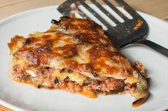 Aprende a preparar una lasaña de berenjenas tan deliciosa que vas a tener que cocinar el doble de cantidad porque todos van a querer repetir.