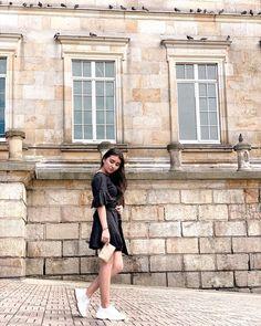 Poses, Sabrina Carpenter, Demi Lovato, Cute Photos, Girl Boss, Portrait, Clothes, Style, Picture Ideas