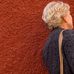 Blonde On Cherokee Red -- Bob Dylan meets Frank Lloyd Wright. / Maria Sciandra Photography www.mariasciandra.com #SanMigueldeAllende