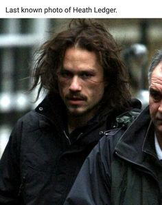 Heath Ledger last photo in character as character Tony in the film The Imaginarium of Dr Parnassus. Heath Legder, Heath Ledger Joker, Heath Ledger Died, Beautiful Men, Beautiful People, Photos Du, Jon Snow, Movie Stars, Famous People
