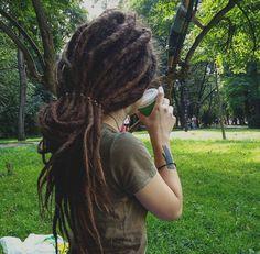 hippie hair 695313629950175488 - 🖤🖤 Source by landgrafvera Hippie Dreads, Dreadlocks Girl, Hippie Hair, Dreads Styles, Dreadlock Styles, Curly Hair Styles, Dreadlock Hairstyles, Messy Hairstyles, Shorts Dreads