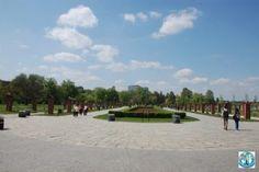 Unul dintre cele mai renumite parcuri și zone de agrement din București, capitala României este Parcul Herăstrău.  Luați o pauză de oraș cu noi și bucurați-vă de ea