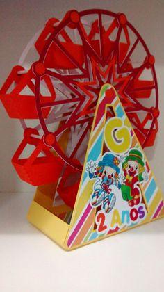Centro de mesa festa circo Patati Patatá feito com papel color plus 180g.