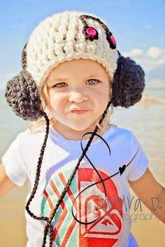 Harika Kulaklıklı Bere Modeli
