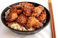 Une petite recette simple et facile pour les amoureux des repas asiatiques... Pour 4 personnes: 4 blancs de poulet 4 cuil. à soupe de sauce soja 2 cuil. à soupe de miel une pincée de gingembre Un filet d'huile de sésame des graines de sésame Des nouilles... Easy Chicken Recipes, Asian Recipes, Healthy Recipes, Asian Cooking, No Cook Meals, Food Inspiration, Carne, Food Porn, Food And Drink