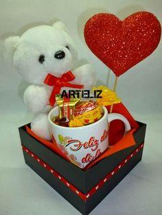 Cute box Dm for order Valentine Gift Baskets, Valentine Day Crafts, Cadeau St Valentin, Chocolate Flowers Bouquet, Valentine Bouquet, Paper Flower Backdrop, Candy Bouquet, Candy Gifts, Valentine Decorations