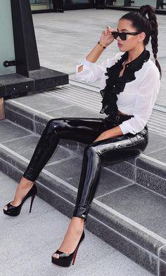 Slick Black PU Patent Mid Rise Vinyl Shiny Zip Front Faux Leather Skinny Button Pant Streetwear Too Slick Black PU Patent Faux Leather Skinny Button Pant Legging Outfits, Glamouröse Outfits, Leather Leggings Outfit, Faux Leather Leggings, Sexy Latex, Pantalon Vinyl, Look Legging, Estilo Kylie Jenner, Vinyl Leggings