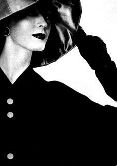 Dovima, 1957 By Erwin Blumenfeld