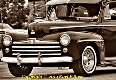 Old+Ford+in+black+and+white