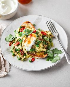 Add pinch of spice to your breakfast with these curried eggs on toast. It's really inexpensive to make and could easily be adjusted to feed more people. Vegetarian Brunch Recipes, Breakfast Recipes, Dinner Recipes, Breakfast Ideas, Egg Recipes, Cooking Recipes, Speedy Dinners, Pan Fried Pork Chops, Speedy Recipes