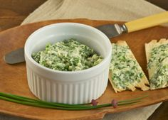Basil Spread and Water Crackers - American Diabetes Association Healthy Sauces, Healthy Foods To Eat, Healthy Eating, Diabetic Snacks, Diabetic Recipes, Healthy Recipes, Game Day Snacks, Easy Snacks, Appetizer Recipes