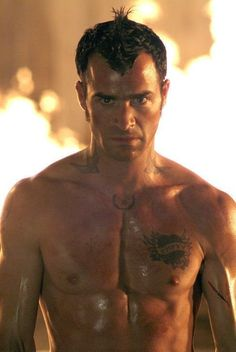 Sexy Justin Theroux shirtless in Charlie's Angels: Full Throttle.