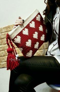 Heart crochet clutch.