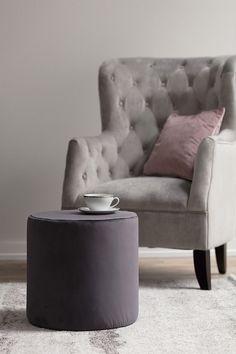 Kreslo a taburetka v kolekcii Velvet.  #kreslo#obyvacka#velvet#novinka#vankus#taburetka Modern Bedroom Furniture, Velvet Armchair, Bedroom Sets, Accent Chairs, Sweet Home, Living Room, Elegant, Luxury, Interior