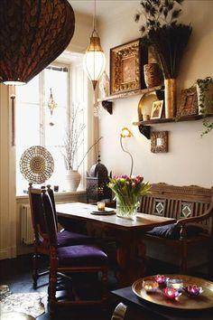 Matplatsens träsoffa, Raja. Bordet är köpt i Gällivare.