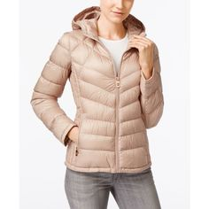 Michael Michael Kors Chevron-Quilted Hooded Packable Down Puffer Coat (2.795 ARS) ❤ liked on Polyvore featuring outerwear, coats, champagne, michael kors coats, travel coat, michael kors, puffer coat and puffy coat