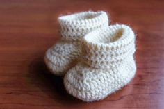 Knit Crochet, Baby Shoes, Projects To Try, Slippers, Knitting, How To Make, Kids, Crafts, Baby Things