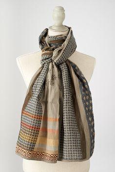 Létol DAPHNE col 5 ardoise kaki. Association subtile de motifs cravates géométriques pour tous; élégance assurée. #daphné #létol #letol #étole #bio #tissagejacquard #foulard #chèche