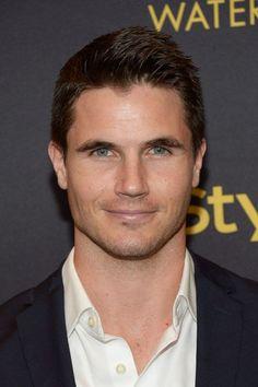 hottest male actors under 30