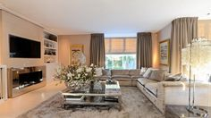 The Netherlands / Amsterdam / Private Residence / Living Room / Soccer / Ruud Gullit / Estelle Cruijff / Eric Kuster / Metropolitan Luxury