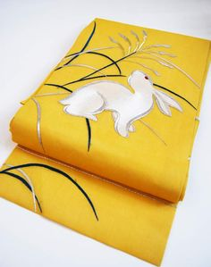 黄色い地色に白うさぎの帯