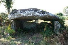 Roc'h Toul. Dolmen, Maël-Pestivien, Côtes-d'Armor, Brittany