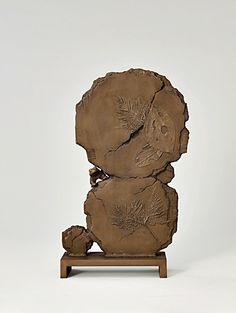 西村 忠 「 '14−地表」   改組 新 第1回日展(2014年)第4科 工芸美術   鋳金   54.5×35×10