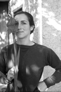 Francoise Gilot Picasso one time muse the artist pose with a red Gladiola Vallauris France 1949 Photo Gjon Mili Gjon Mili, Pablo Picasso, Tamara Lempicka, Muse, Francoise Gilot, Cubist Movement, Famous Artists, Oeuvre D'art, Artist At Work