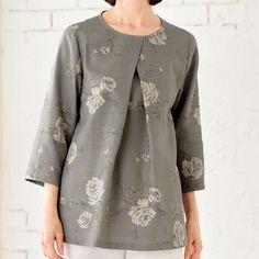 モダンなデザインがおしゃれ!重ねタックの花柄チュニックの作り方(トップス)   ぬくもり #トップス #チュニック #花柄 #モダン #おしゃれ #タック #シック #手作り #作り方 #ハンドメイド #手芸 #NUKUMORE Japanese Sewing Patterns, Dress Sewing Patterns, Blouse Patterns, Bold Fashion, Diy Fashion, Womens Linen Clothing, Embroidered Clothes, Fashion Sewing, Sewing Clothes