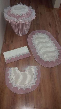 Image detail for -daisies contour rug is 21 x 24 rugs no of Bathroom Crafts, Bathroom Sets, Baby Hair Clips, Shabby Chic Pink, Ribbon Work, Rose Cottage, Baby Knitting, Decoration, Home Accessories