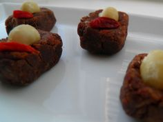 Nutbites with chocolate and gojiberries