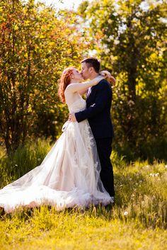 Detroit Wedding Photography | Oakland Township | Cranberry Lake Farmhouse | Loie Photography | Romantic, Rustic, DIY Wedding | Holli & DJ