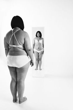 11 Powerful Photos of Women in Front of Mirrors Reveal What's Wrong with Beauty Standards Brave Women, Real Women, Body Love, Perfect Body, Positive Body Image, Body Shaming, Body Confidence, Woman Standing, Inspire Others