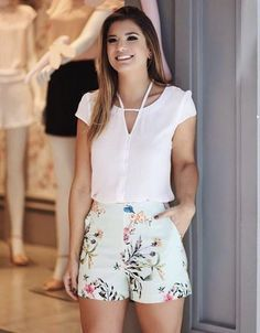 Shorts floral cores bege e verde Mode Outfits, Short Outfits, Spring Outfits, Short Dresses, Casual Outfits, Fashion Outfits, Prom Dresses, Look Con Short, Fashion Mode