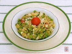 Risotto di quinoa alle verdure, ovvero la quinoa cucinata come fosse riso: un primo piatto che vi suggerisco di provare. Facile e buono.