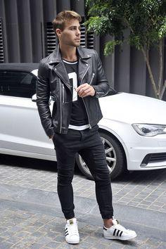black jeans, a sporty print tee, a black moto jacket and white chucks is part of Mens street style - Fashion Moda, Look Fashion, Urban Fashion, Men's Fashion, Fashion Check, Fashion Trends, Lookbook Mode, Fashion Lookbook, Style Casual