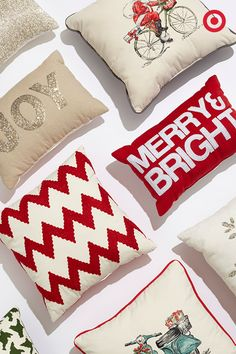 Totally crushing on festive holiday pillows, which make the perfect finishing touches to your Christmas-themed décor.