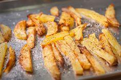 Réaliser des frites maison diététiques et sans friteuse, c'est possible : vous ne ferez plus jamais vos frites de la même façon !