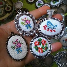 This Pin was discovered by Özg Small Cross Stitch, Cross Stitch Rose, Cross Stitch Flowers, Cross Stitch Designs, Cross Stitch Patterns, Hand Embroidery Designs, Ribbon Embroidery, Cross Stitch Embroidery, Embroidery Patterns