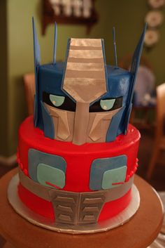 Vanilla cake with vanilla buttercream. Fondant and gum paste decorations. (Inspired by http://cdn.walyou.com/wp-content/uploads//2011/04/optimus-prime-cake-design.jpg)