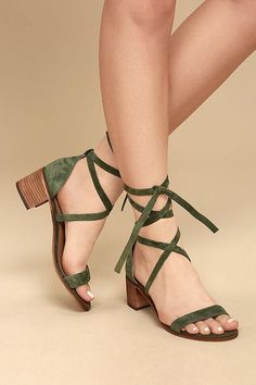 Fashionable, yet sensible, the Steve Madden Rizzaa Olive Suede Leather Heeled Sandals are all-around winners! Genuine suede leather crisscrosses and ties around the ankle on this open-toe design. Pretty Shoes, Cute Shoes, Women's Shoes, Shoe Boots, Shoes Flats Sandals, Strappy Shoes, Golf Shoes, Baby Shoes, Dance Shoes